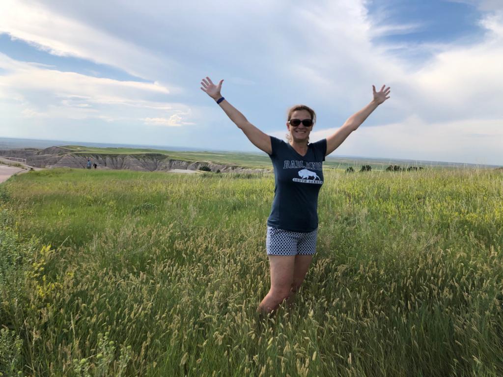 Mila nella grande prateria del Parco nazionale delle Badlands in South Dakota