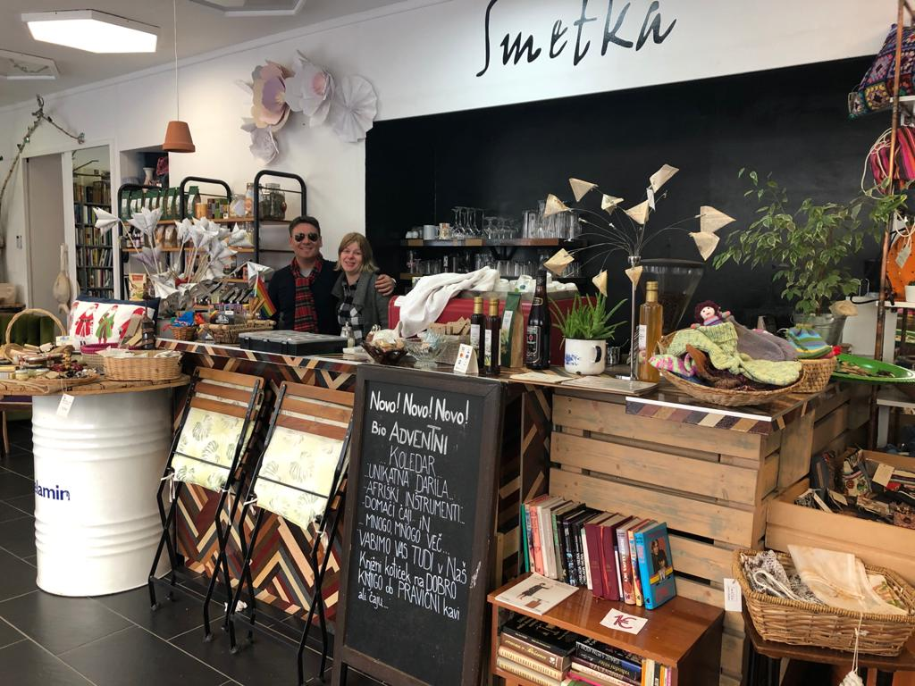 Lo Smetka shop and Book Cafè a Maribor